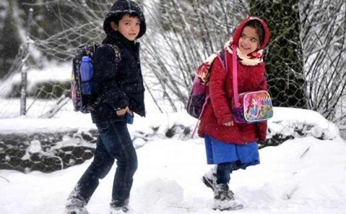 Pazartesi okullar tatil edildi mi? Türkiye'de kar yağışı var, okulların son durumu
