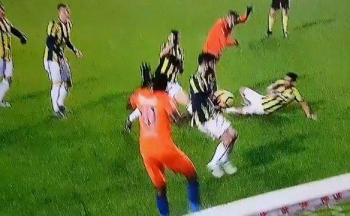 Başakşehir - Fenerbahçe maçında 'iki penaltı'