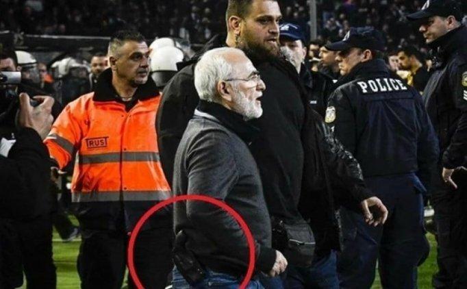 PAOK başkanı silahla sahaya indi!