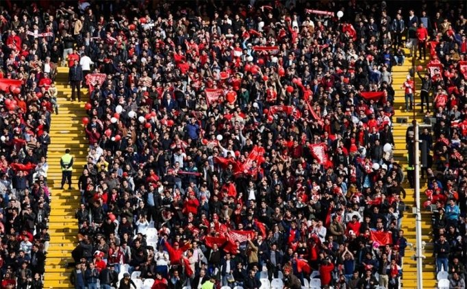 Tebriz'de 'Ne Mutlu Türk'üm Diyene' tezahüratı