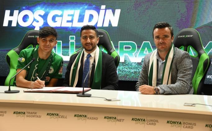 Konyaspor'dan genç futbolcusuna profesyonel sözleşme