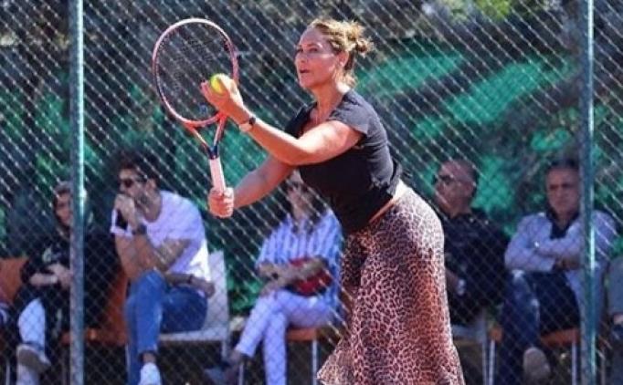 Hülya Avşar tenis oynadı, kıyafeti sosyal medyayı salladı