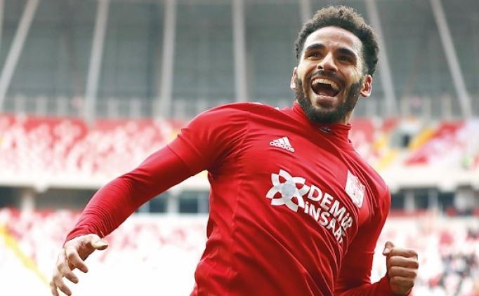 Fenerbahçe, G.Saray'ın istediği Douglas'a talip!