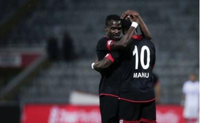 Elvis Manu: 'Türkiye'de futbolcular kalbiyle oynuyor ama...'