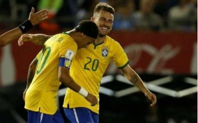 Lucas Lima'dan sarı-lacivert kalp!