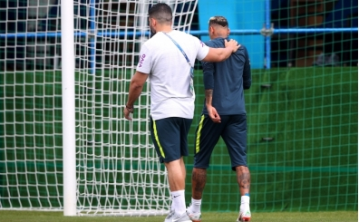 Neymar topallayarak sahadan çıktı! Dünya Kupası'na devam edecek mi?