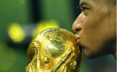 Dünya Kupası'nın altın genci Mbappe, 433 bin Euro'luk tüm primini bağışladı