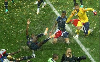 Dünya Kupası'nda bahis çiftliği çıktı; <br>Yasa dışı oynatan çeteyi çökerttiler