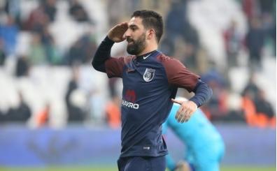 Arda Turan golle döndü, Başakşehir galibiyetle başladı!