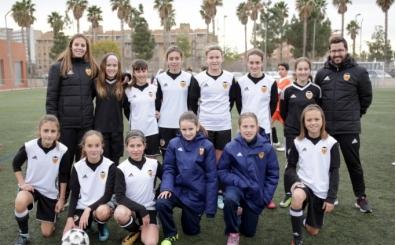 Valencia 12 yaş altı kız takımı, erkekler ile oynuyor!