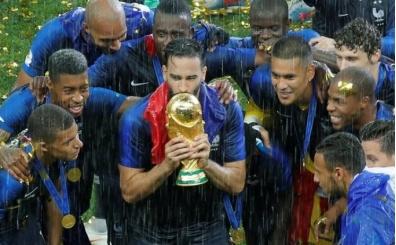 Fransız yıldız, kupa seremonisinden sonra milli takımı bıraktığını açıkladı