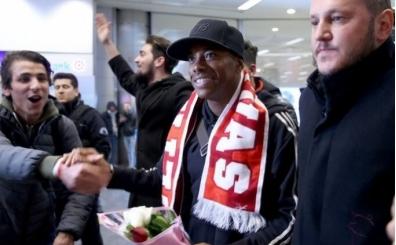 Robinho Sivas'a ayak bastı: 'Çok mutluyum'