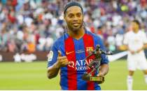 Brezilyalı fenomen Ronaldinho futbolu bıraktı