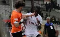 Elazığspor, 10 kişi ile gol düellosunda direnemedi