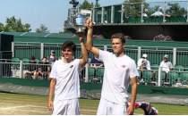 Şampiyon tenisçi Yankı'ya coşkulu kutlama