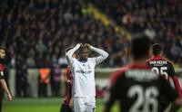 Fenerbahçeli futbolcular dün gece evlerine gidemedi! Tepki...